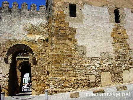 Pueblo con encanto carmona sevilla for Puerta de sevilla carmona