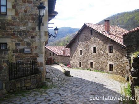 Pueblo con encanto b rcena mayor cantabria for Casas de pueblo en cantabria
